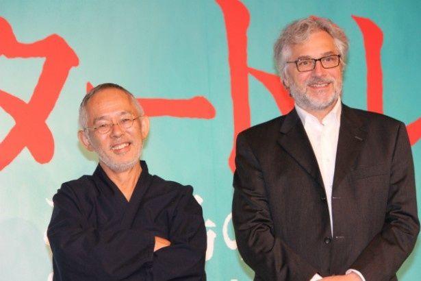 『レッドタートル ある島の物語』のマイケル・デュドク・ドゥ・ヴィット監督と鈴木敏夫プロデューサー