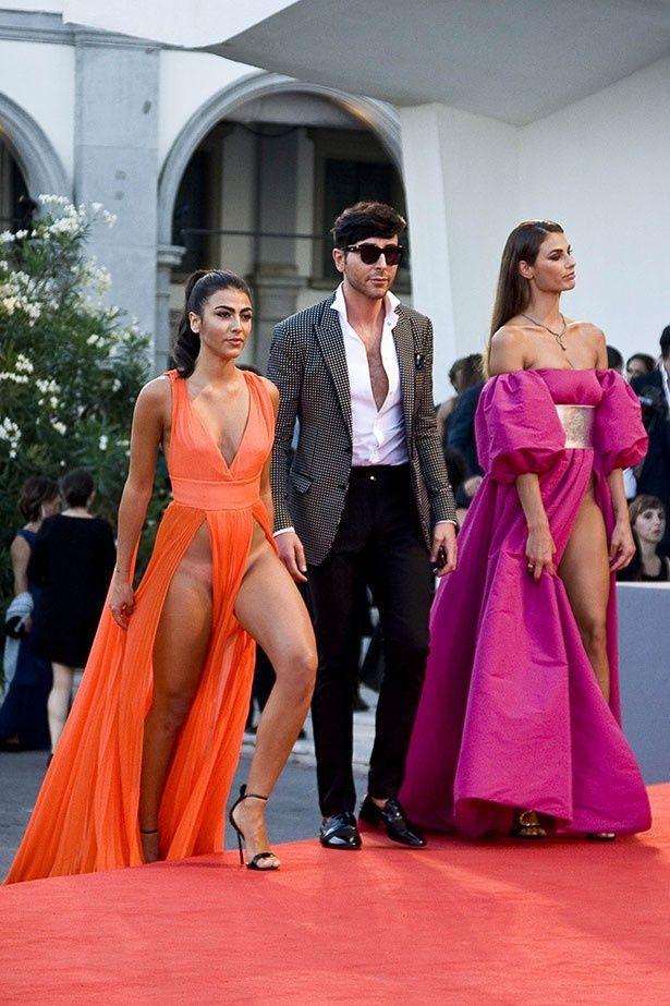 イタリア人モデルのダヤネとジュリアが過激ドレスで登場し話題に