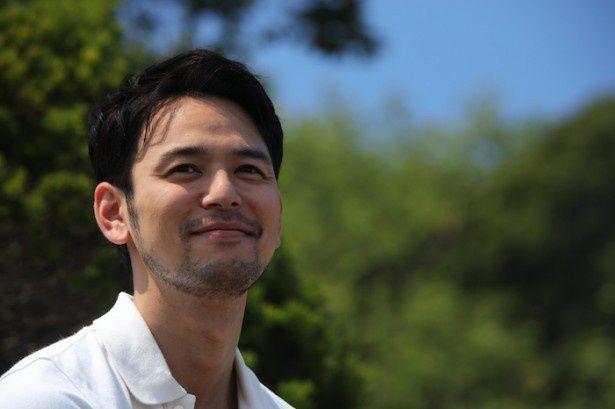 妻夫木が演じるのは、東京の大手通信会社に勤める男・優馬