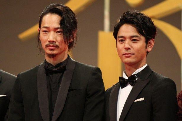 綾野剛と妻夫木聡はゲイのカップルを演じた