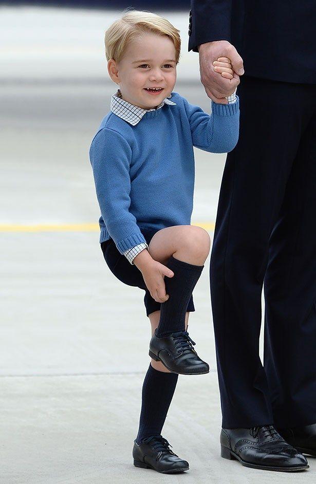 【写真を見る】かわいすぎる!にっこり笑うジョージ王子