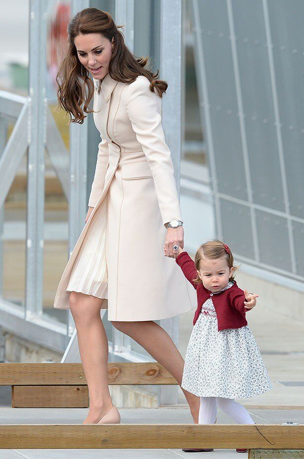 【写真を見る】「今までで一番美しい!」と絶賛されたキャサリン妃の秋コーデ