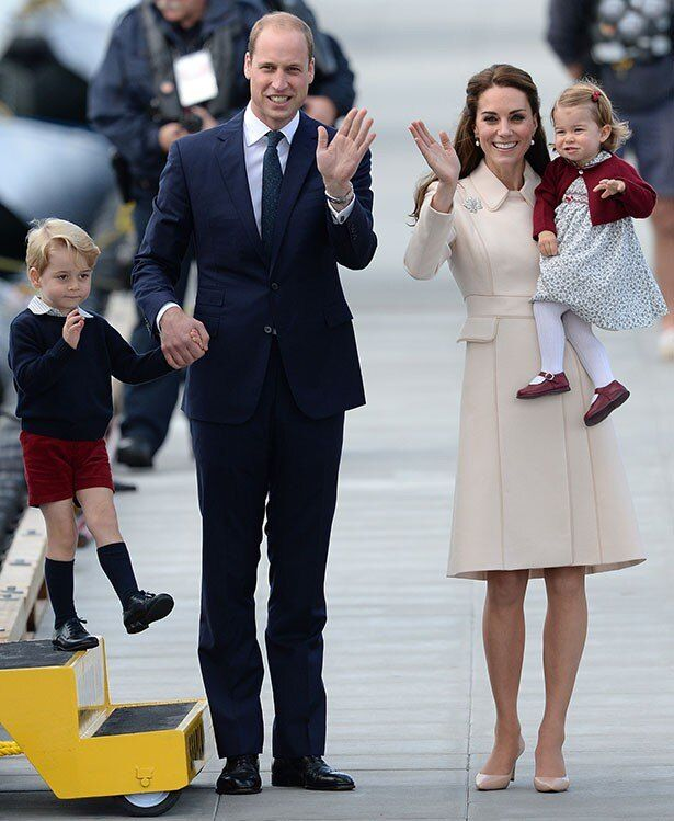 カナダ公式訪問を終え、帰国するウィリアム王子一家