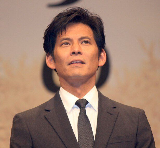 愛する妻の新しい伴侶探しに奔走する敏腕放送作家.・三村修治役の織田裕二