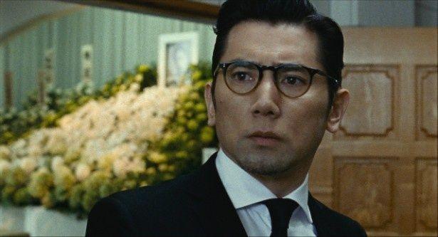 人気小説家の衣笠幸夫(本木雅弘)は突然、妻・夏子(深津絵里)を事故で亡くす