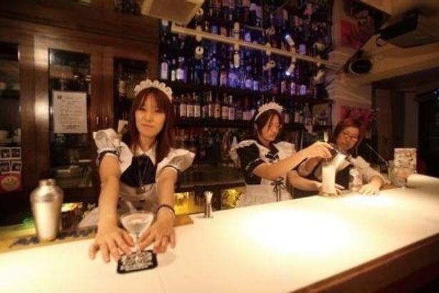 スタッフだけでなく客もコスプレできちゃうコスプレバー。衣装の持ち込みもできる