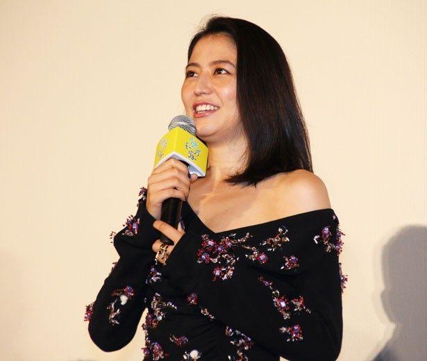 長澤まさみは「私が演じた女子アナはぶっ飛んだキャラクターで、作品の中ではお笑い担当ですね」と自身の役柄を説明