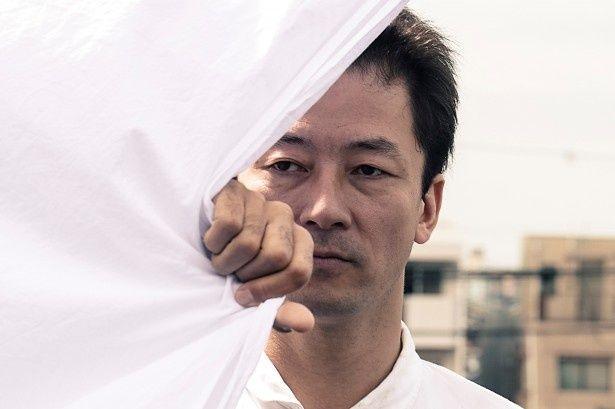 浅野忠信が演じるのは、刑務所上がりの八坂草太郎役