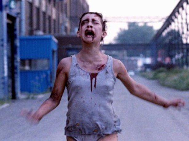 血まみれで疾走する少女リュシー。彼女の身にいったい何が!?