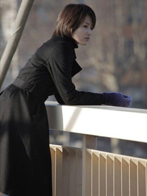 吉瀬美智子が、アラサー女の魅力をスクリーンで披露