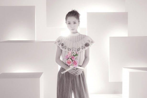 西野カナは新曲「Dear Bride」を生披露する