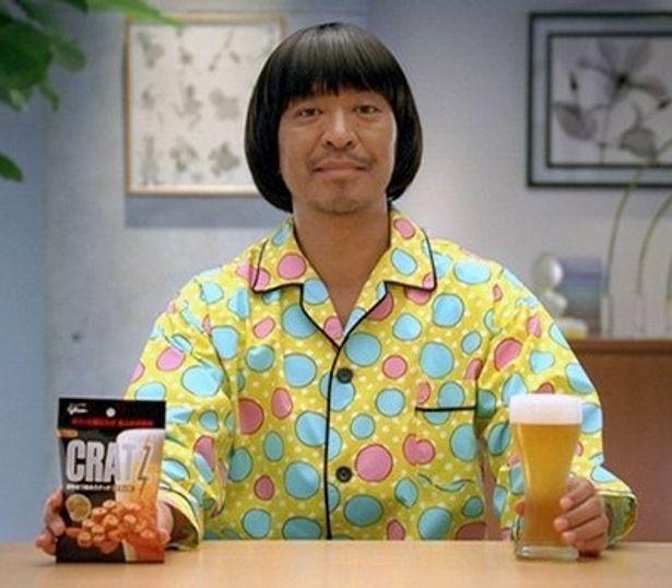 ビールのおつまみとして人気のスナック菓子「CRATZ(クラッツ)」のCMとコラボした映画『しんぼる』。出演は、もちろん松ちゃんこと松本人志