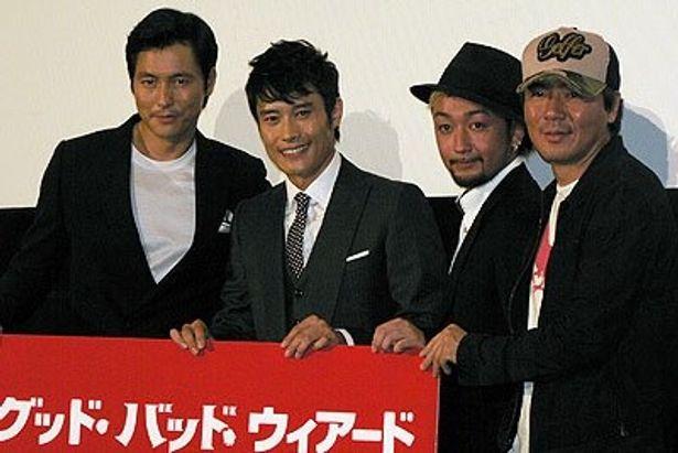 左から チョン・ウソン、イ・ビョンホン、RYO、キム・ジウン監督