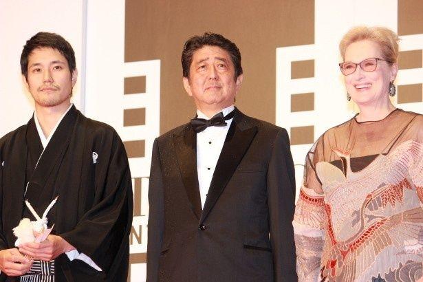 安倍首相がメリル・ストリープや松山ケンイチと対面