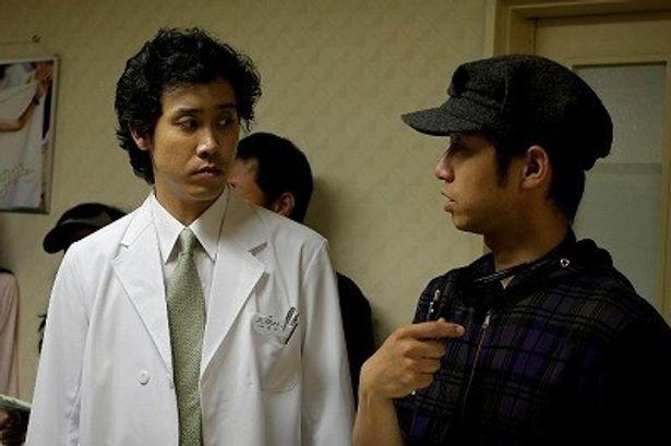 大泉洋は、病院の医師・夏目役