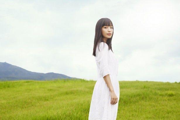 シンガーソングライターのmiwaがandrop・内澤崇仁が紡ぐメロディーを歌い上げる!