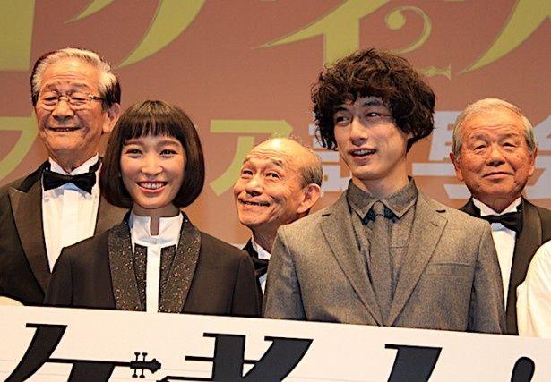 杏&坂口健太郎、先輩たちのパワーにびっくり!