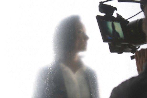 タイトルバックのメーキング映像では、吉田羊のおちゃめな一面も見られる