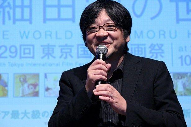 「『ダム・キーパー』には表現の多様性を感じて嬉しくなっちゃう」とほほ笑む細田監督