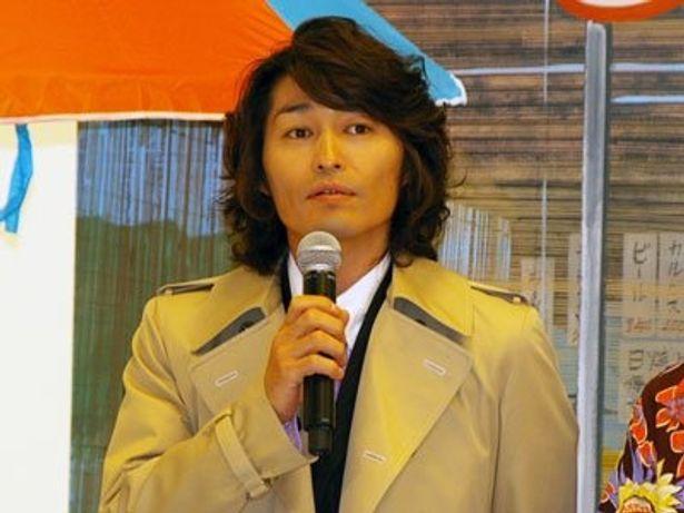 クールなバツ一弁護士に扮した安田顕