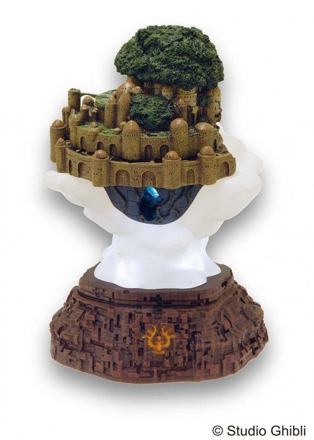 作中主人公のパズーが凧に乗っている時に発見する、雲の中に潜むラピュタ城をイメージした「天空の城ラピュタ ライトアップジオラマ ラピュタ城」(税抜1万5000円)