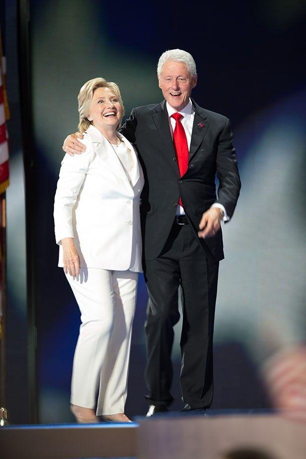 【写真を見る】「ホワイトスーツ効果」を生んだヒラリー・クリントン