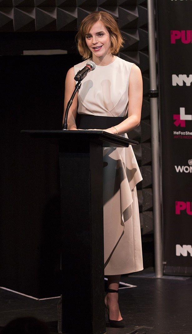 エマは女性の権利向上を目指して活動している