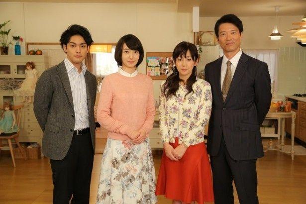 取材会に登壇した(左から)柳楽優弥、波瑠、斉藤由貴、寺脇康文