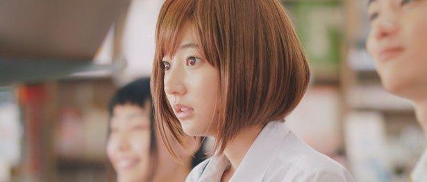 これまでに見たことのない新鮮な茶髪ボブ姿を披露している武田玲奈