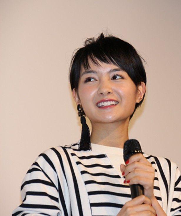 映画「ホラーの天使」で主演を務める葵わかな、ベリーショートになって公の場に初登場