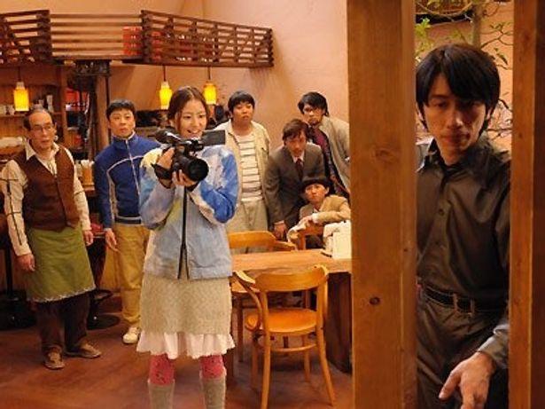 片時もカメラを話さない米にエスパーたちも困惑ぎみ