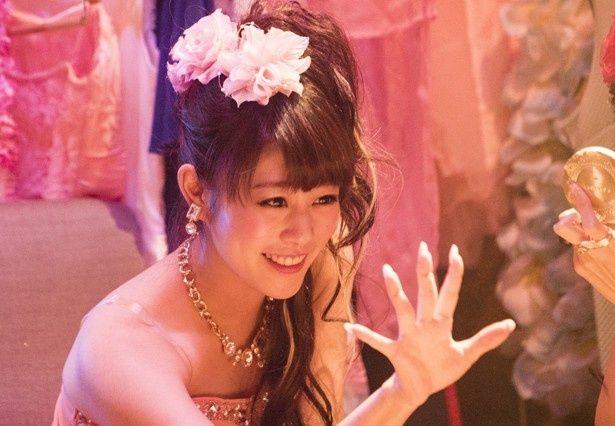 【写真を見る】ミニスカ、キャバ嬢、振り袖…高畑充希が七変化!