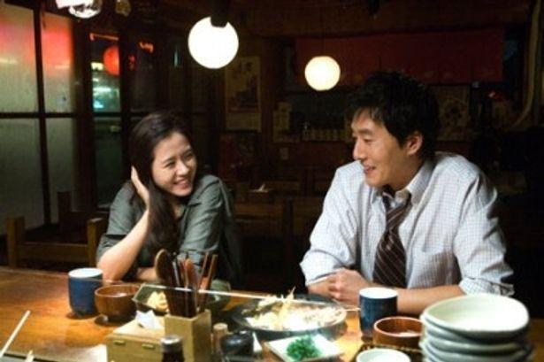 人気女優ソン・イェジンが自由奔放な人妻を好演