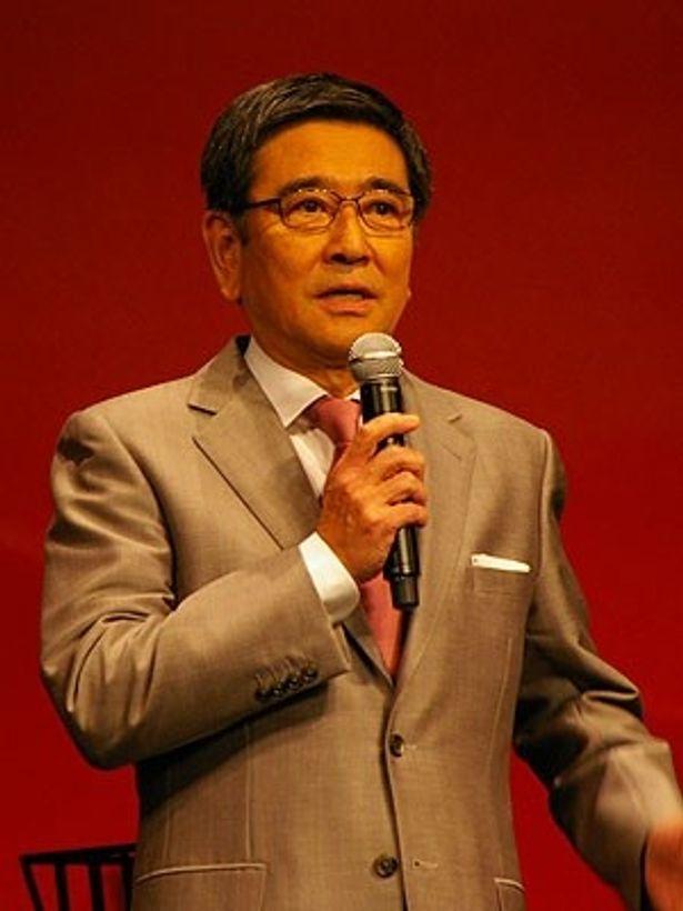 会社再建に尽力する会長役の石坂浩二