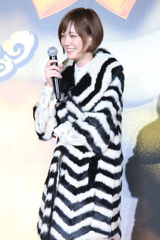 本田翼がゴージャスな毛皮ファッションで登場!『土竜の唄 香港狂騒曲』のバトルプレミア&完成披露舞台挨拶