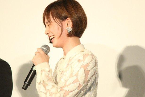 本田も顔をクシャっとさせて爆笑