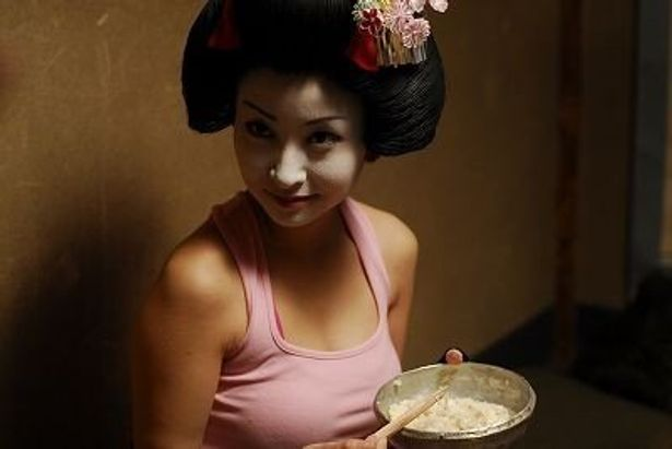 『ロボゲイシャ』では日本髪にタンクトップ(!)のキャラが登場