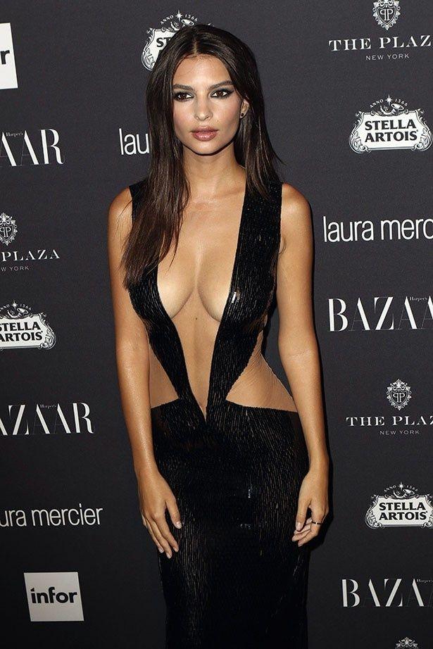 【写真を見る】以前超セクシードレスで注目を集めたエミリー・ラタコウスキー