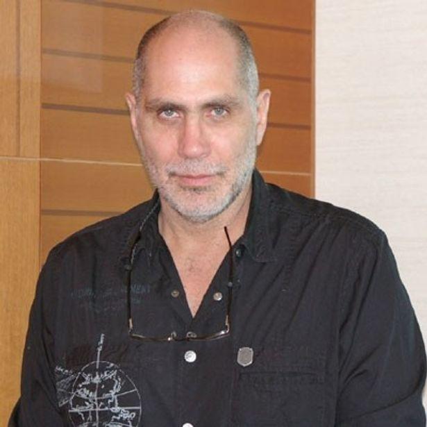 名脚本家、そして今回初メガホンをとったギジェルモ・アリアガ監督