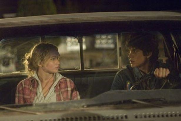本作でベネチア国際映画祭の新人賞を受賞したジェニファー・ローレンス(左)