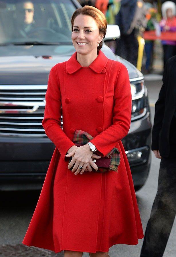 キャサリン妃が外交団を迎えた晩餐会に出席した