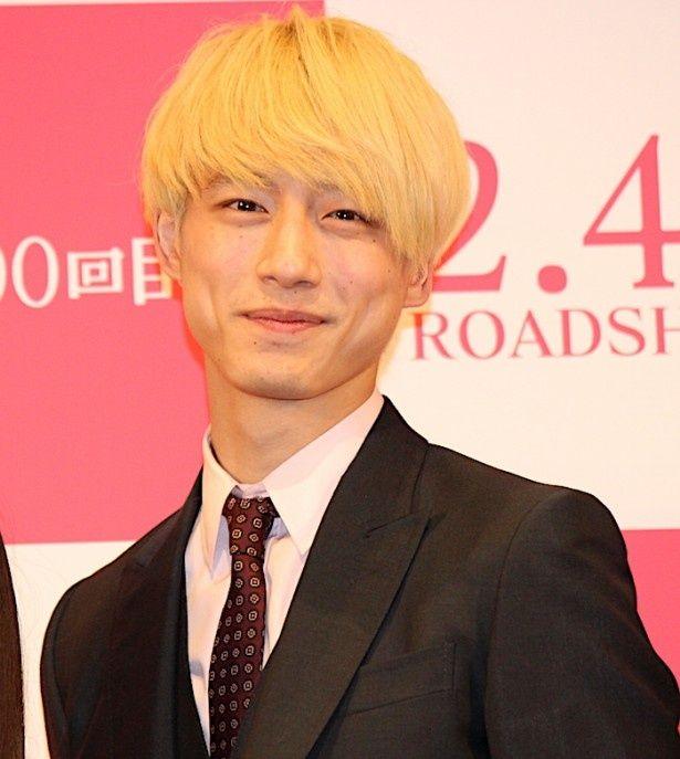 坂口健太郎の金髪姿に会場からも大歓声