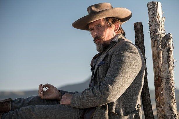 イーサンは南北戦争で活躍した伝説のスナイパー、グッドナイト・ロビショーを演じる
