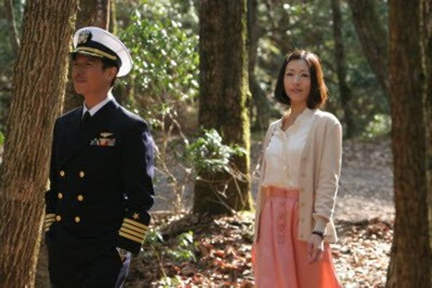 クヒオ大佐に騙される可憐な女性しのぶ役に松雪泰子