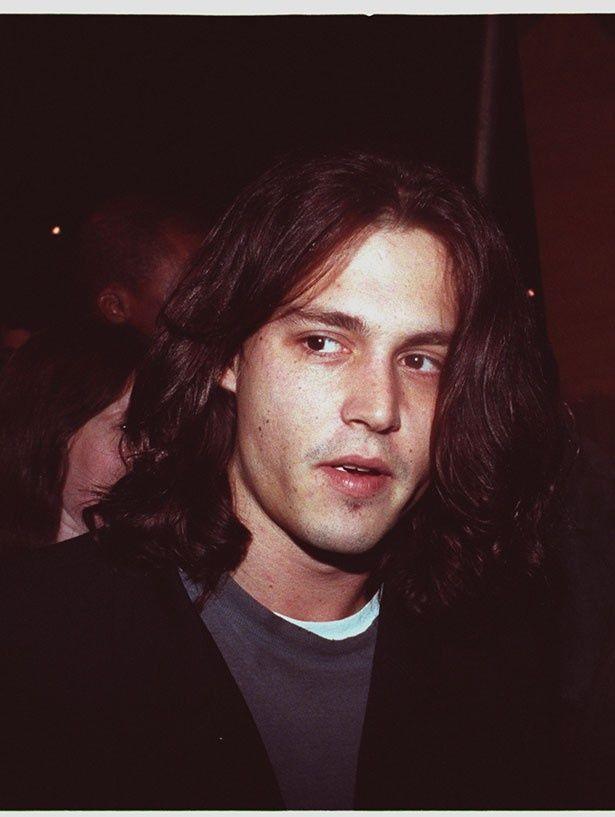 【写真を見る】1993年、20代だったイケメンすぎるジョニー・デップ!