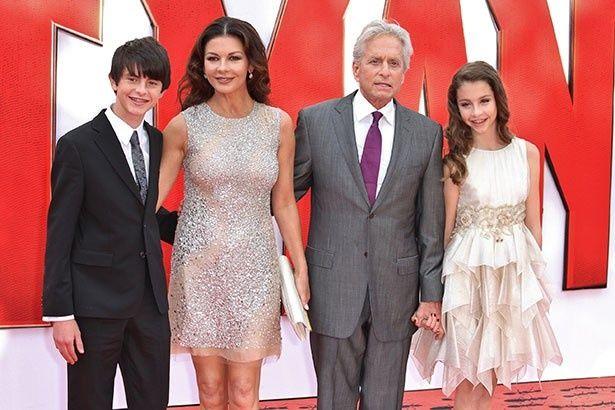 キャサリンとマイケルの間には息子ディランと娘キャリー、2人の子どもがいる
