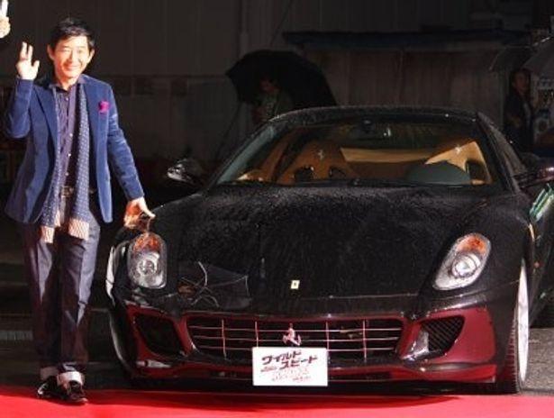 石田純一が自らの愛車であるフェラーリで登場