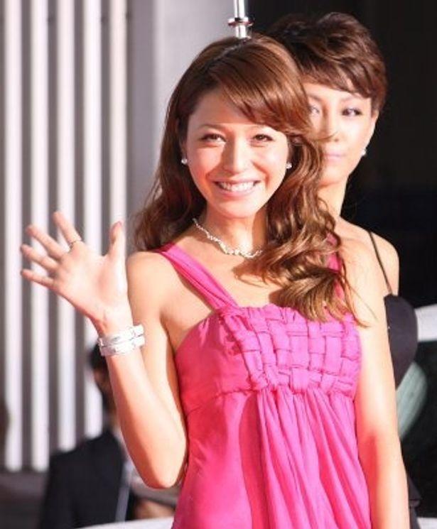 笑顔がまぶしい藤井リナ。本作は好きだけど、車には疎いとか