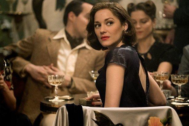 美人スパイのマリアンヌを演じたマリオン・コティヤール