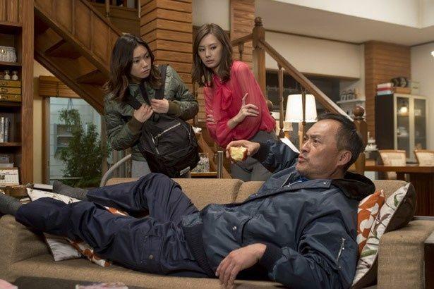 三浦太郎(渡辺謙)は事業に失敗し、妻と離婚。娘や元妻の問題に首を突っ込む